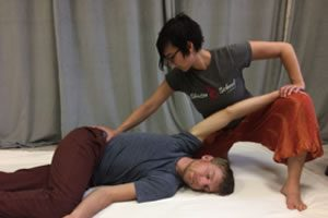 photo of shiatsu massage being practiced in a private session